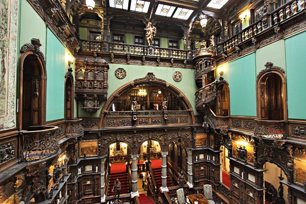 romania-sinaia-peles-castle-hall-of-honor